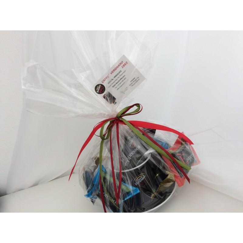 Geschenkpackung  mit Kaffee-Tasse und Kaffeekapseln