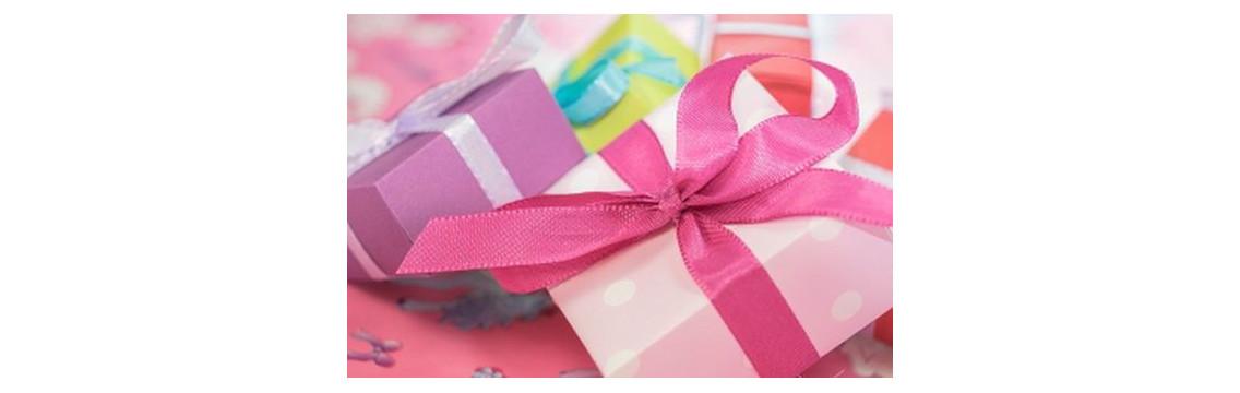 Schön verpackte Geschenke mit Produkten aus unseren Shop